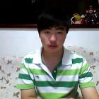 黑色的花衬衫