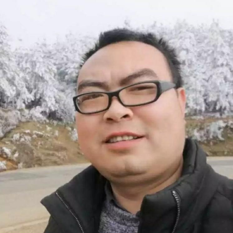 爱笑的胖子