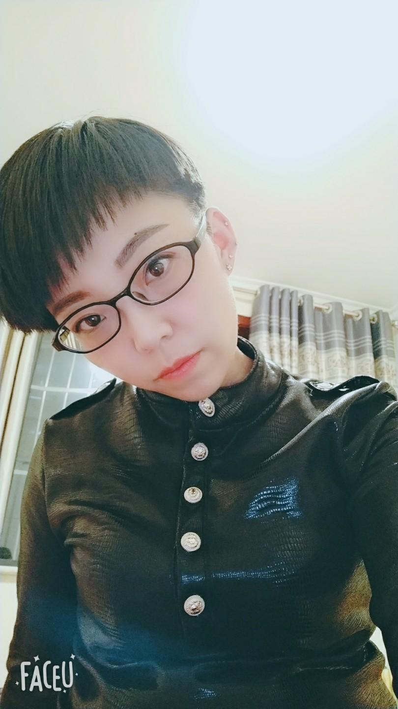 戴眼镜的女流氓